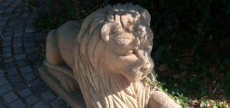 Oak Sandstone Lion